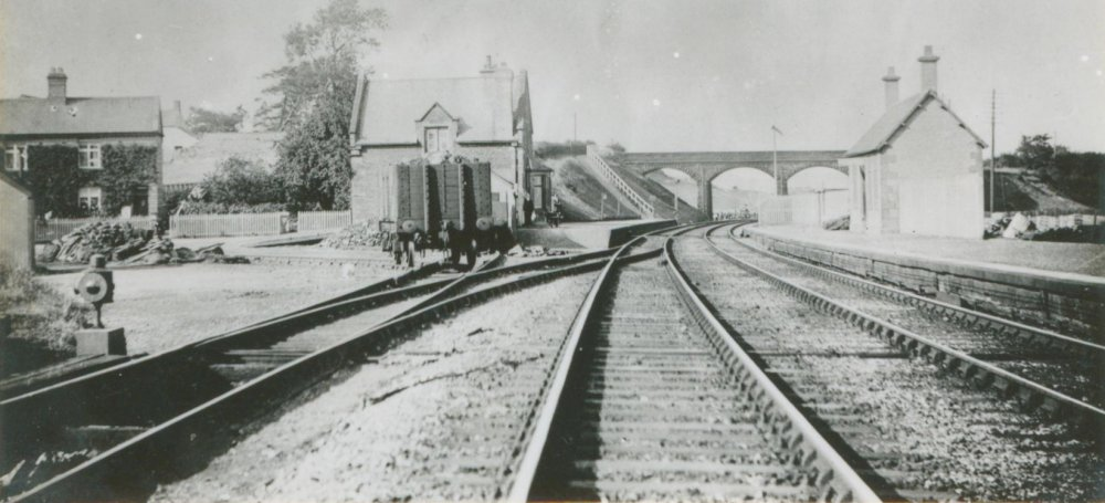 Clifton Lowther Station 1900></center> <p align=